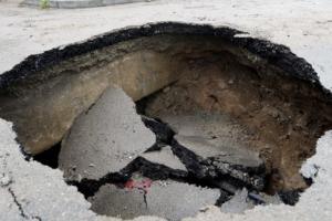 290㎜ '폭우' 청주, 지름 2m 깊이 2m 싱크홀 발생