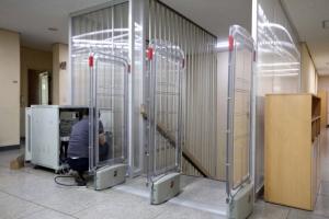 [포토] 청와대 여민관 계단 입구 '검색대' 철거