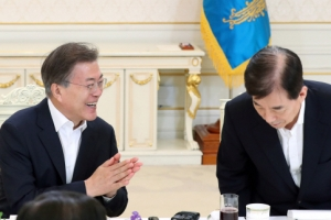"""문 대통령 """"국방예산 2.4→2.9%…압도적 국방력으로 북한과 대화"""""""