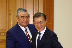 [서울포토] 문재인 대통령, 5개국 주한대사 신임장 받아