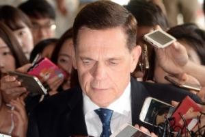 """'배출가스 조작' 아우디폭스바겐코리아 사장, 독일로 출국…""""재판 못 받는다"""""""