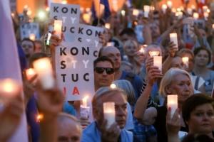 폴란드 '사법부 장악법' 의회 통과…경고했던 EU 리더십 다시 시험대