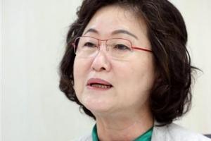 """강경화 """"위안부 합의 검토 후 나아갈 방향 모색"""""""