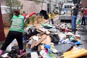[서울포토] 수해 복구에 구슬땀 흘리는 자원봉사자들