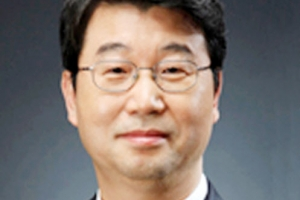 신고리 5·6호기 공론화위원장에 '독수리 오형제' 김지형…누구?