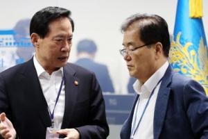 """송영무 """"한미 연합 지대지 미사일 발사…사드 배치 협의할 것"""""""