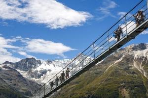 스위스 체르마트에 494m 길이의 세계 최장 출렁다리 열려
