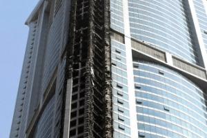 런던 사망 80명·두바이 0명…강철 방화벽이 주민 살렸다