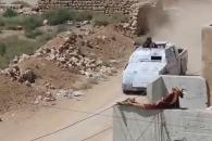 [영상] 취재진에게 총격 가하는 IS대원
