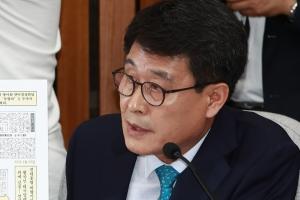 취재진 피하려고?…'여성 폭행' 혐의 김광수 의원 슬그머니 귀국
