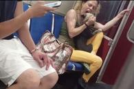 지하철서 반려견 학대하는 여성…누리꾼 공분