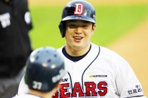 두산 김재환, 홈런으로 12경기 연속 타점…KBO 신기록