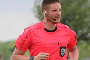 영국 프로축구 최초의 커밍아웃 심판 라이언 앳킨