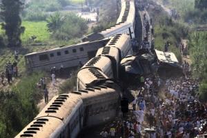 이집트 열차 2대 충돌 '대형참사'…최소 43명 사망·100여명 부상