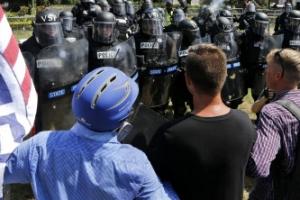 미국 버지니아주서 백인 우월주의자 폭력시위…비상사태 선포