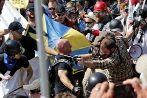 美 버지니아 비상사태 선포…백인 우월주의자 폭력시위로 3명 사망