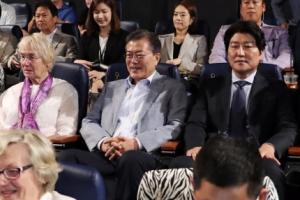 여권 '택시운전사' 관람 열풍…민주당 지도부도