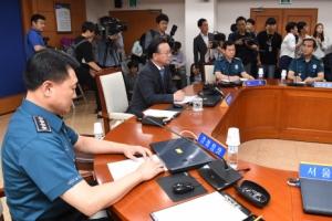 [서울포토] 김부겸 장관, 경찰 지휘부 회의 참석