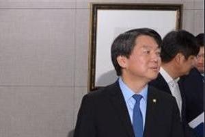 """신동욱, 김한길 측근 김희경 탈당에 """"安 살아남으면 기적"""""""