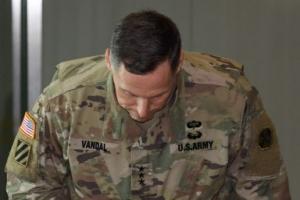 주한 美8군사령관 '때늦은 사과'에 주민들 냉담