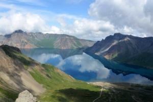 [포토] 맑은 하늘이 한가득… 백두산 천지의 절경