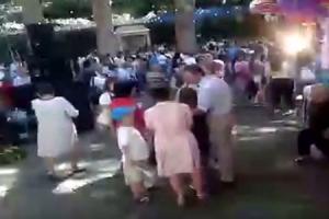 (영상) 종교축제 중 200년 넘은 나무 쓰러져 인파 덮쳐