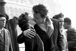 <새영화> '파리 시청 앞에서의 키스: 로베르 두아노' 메인 예고편