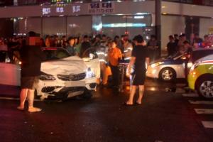 안산에서 승용차 택시 충돌…운전자 2명 사망, 택시 승객 중상