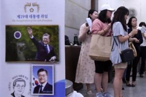 [서울포토] '문재인 우표' 구매 위한 줄