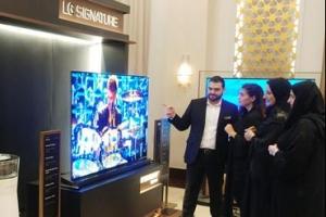 4㎜ 벽지형TV·도자기 냉장고… 가전도 프리미엄 대전