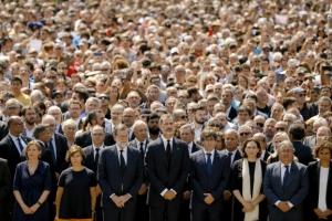 """바르셀로나 테러 추모…스페인서 수천명 운집해 """"우린 두렵지 않다"""""""