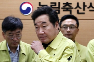 """이낙연 총리, 살충제 계란 현장점검…""""정부 속이는 농가 형사고발"""""""