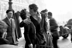 [새 영화] '파리 시청 앞에서의 키스:로베르 두아노'