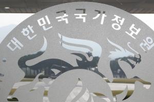 檢, '문성근-김여진 합성 나체사진 유포' 국정원 직원 2명 구속영장