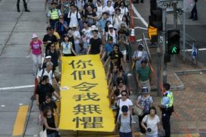 '우산혁명' 3인방 실형… 대규모 시위