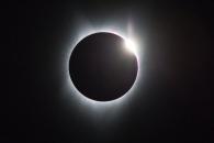 '달이 태양을 덮었다'…99년만의 개기일식 美대륙 열…