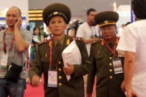 [포토] '러시아제 첨단 무기 보러 온' 북한 대표단