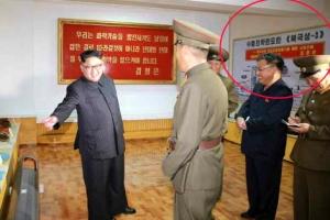 """김정은 """"고체엔진 꽝꽝 생산하라""""… 3단 ICBM 개발 중"""