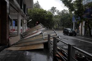 홍콩 태풍 '하토' 강타…중국 남부 휩쓸며 최소 12명 사망, 수만명 대피