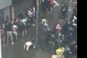 홍콩 태풍 피해 '심각' 낙엽처럼 쓰러지는 시민들 (영상)