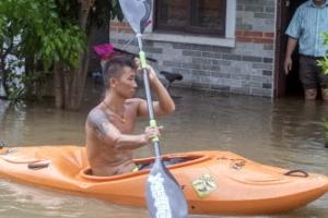 홍콩 이어 中 남부 강타한 태풍 '하토'…최소 9명 사망