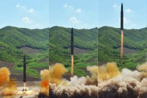"""북한 탄도미사일 발사, 일본 상공 통과…""""괌 타격 능력 과시""""(종합)"""