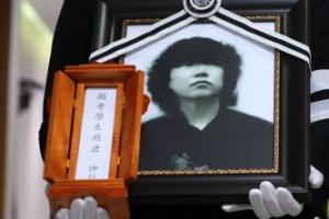 '포크계 대부' 조동진, 애도·눈물 속 세상과 작별