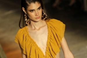 [포토] 상파울루 패션위크, 잘록한 허리 돋보이는 비치웨어