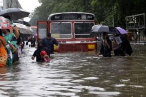 남아시아도 수해 1200명 사망… 美에 관심 쏠려 구호 부족