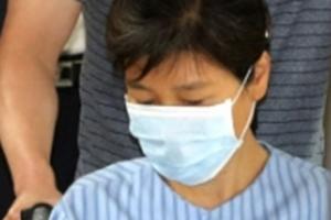 '재판 보이콧' 박근혜, 허리통증 치료차 강남 병원 찾아