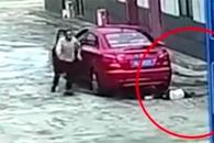 차에 치인 소녀는 운전자의 딸이었다
