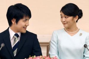 '평범한 회사원과 약혼' 일왕 큰손녀 마코 공주, 결혼식 연기
