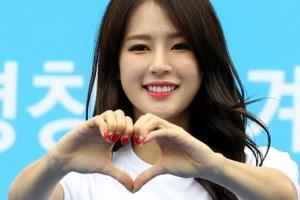 [포토] '사랑해요 평창'… 박기량,  상큼 미소와 손하트