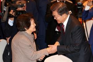 """""""극동협력 북핵 해법 중 하나""""… 신북방정책 띄우는 文대통령"""